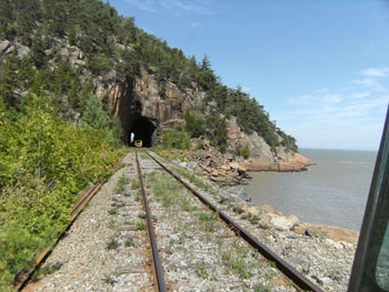 007 enters tunnel on the Charlevoix